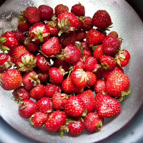 20130613_BlogWaffleswithStrawberries-130